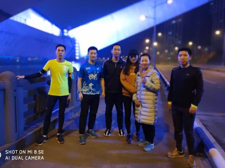 青春驿站南滨路夜跑0618