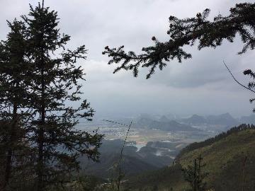 南宁黎塘镇龙山欧阳度假村登山之旅