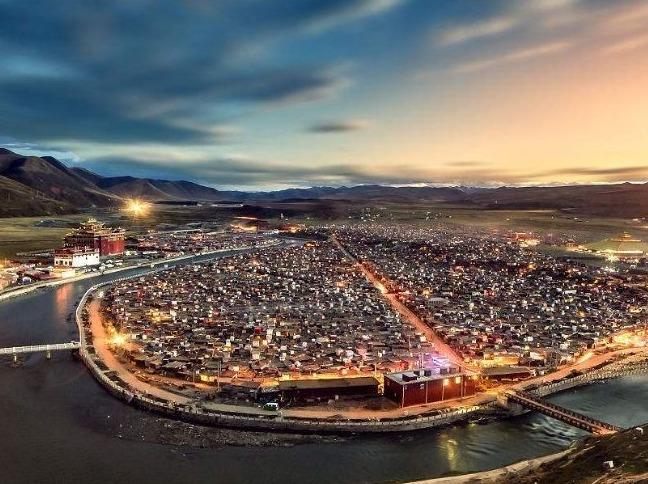探秘川藏北亚青寺措卡湖稻城亚丁自驾旅拍行