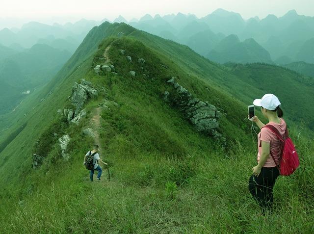攀登莫六公顶赏清远最美山脊徒步路线1天
