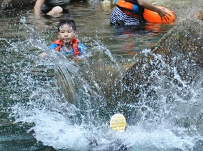 惠州罗浮山鹿角坑溯溪 泡坛子 开炉 戏水