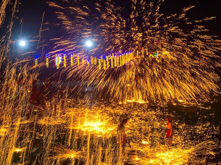 【春节·铜梁龙灯会】打铁水,看舞龙