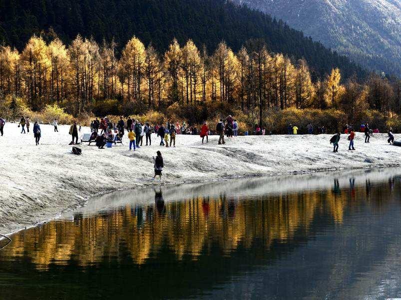毕棚沟2日游 雪山湖泊 每天出发