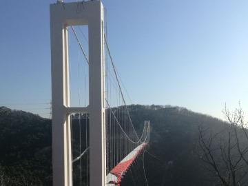 召集去棠梨西街徒步看看再建的玻璃吊桥。