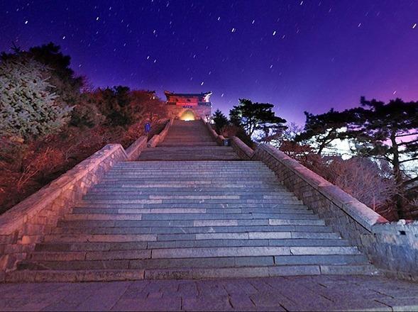 五一旅行·夜爬五岳之首泰山看日出·观云海