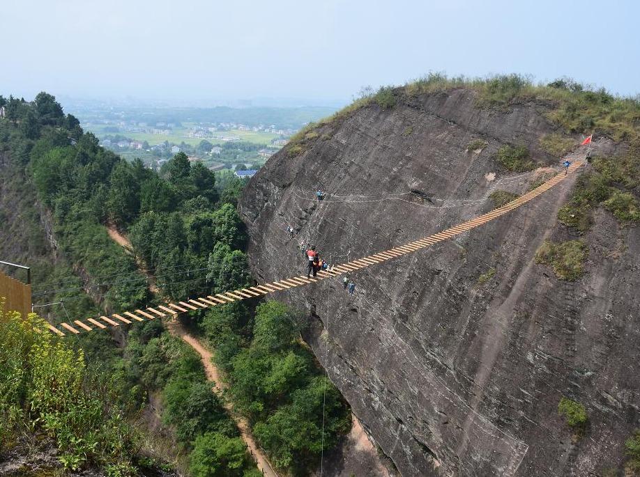 飞夺泸定桥、飞拉达攀岩体验活动