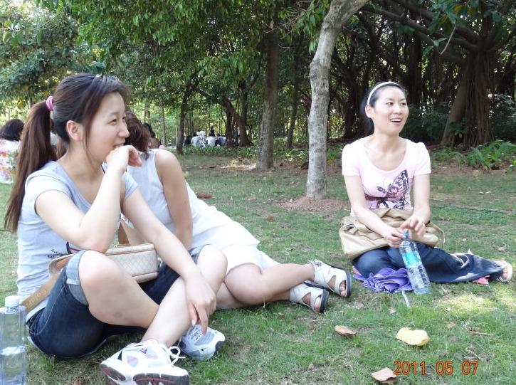 11月25日洪湖公园打羽毛球玩游戏