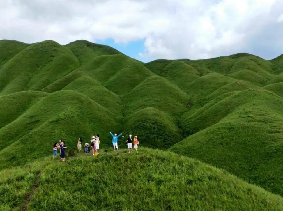 【周八】白云山+鸳鸯草场+风筝节两日游